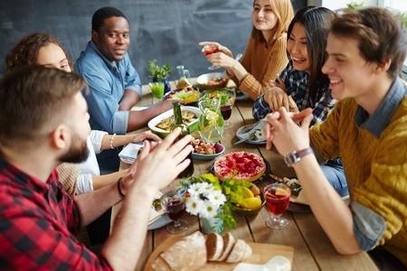 10 Social Skills for Dinner Guests
