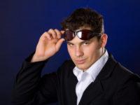 wearing sunglasses indoors etiquette, sunglasses inside,