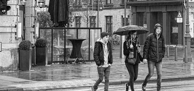 Umbrella Etiquette; how to use an umbrella to avoid being rude